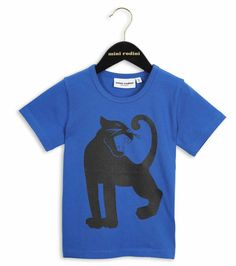 Blue T-shirt with a big black Panther printed at front. This model is a returning Mini Rodini classic made of organic and Fairtrade certified cotton.