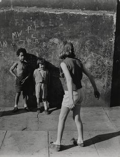 Roger Mayne  Southam Street, North Kensington, London, 1957