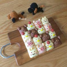 アニマルちぎりパン Cute Snacks, Cute Desserts, Cute Food, Kawaii Bento, Bread Art, Cute Buns, Kawaii Dessert, Bento Recipes, Tasty Bites