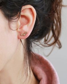 Delicate shiny and sweet look. This delicate design is perfect for a bride in her special day. (You can use it on the second pierce , if you have :)  Tiny 3 flowers studs with cristal CZ, Gold or Rhodium silver PAIR - NICKEL FREE (18K gold plated , Rhodium silver)   Size: >> Length: 12.5 mm (0.49) >> Nickel free , Flower stud earrings, CZ earrings , Nickel free , 18K gold plated , Gold or Rhodium silver, wedding earrings, bride earrings