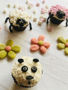 Panda, Cupcakes, Desserts, Sheep, White People, Animaux, Recipe, Tailgate Desserts, Cupcake Cakes