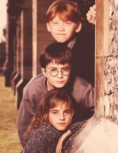 HP: Daniel Radcliffe is Harry Potter, Rupert Grint is Ronald Weasley, Emma Watson is Hermione Granger Mundo Harry Potter, Harry James Potter, Harry Potter Cast, Harry Potter Universal, Harry Potter Fandom, Harry Potter World, Harry Potter Memes, Harry Potter Stuff, Harry Potter Theories
