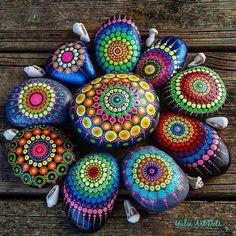 "892 Likes, 8 Comments - Yulia (@yuliart.dots) on Instagram: ""#YuliaArtDots #stoneflower #dots #dotting #mandalla #black #pebbles #rocks #stones #paintedstones…"""