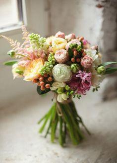 50 ramos de noiva 2017 nos quais se deve inspirar para o seu casamento. Dê cor ao seu look com as melhores flores! Image: 47