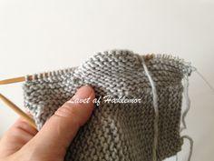 Hæklemors opskrift på retstrikkede babyfutter | Hæklemor Chrochet, Knit Crochet, Make Your Own, How To Make, Baby Leggings, Baby Knitting Patterns, Diy Baby, Baby Sewing, Knitted Hats