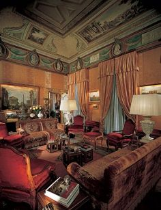 Renzo Mongiardino--    Mongiardino was commissioned in the 1970s to restore a 17th-century Roman palazzo. A series of medallions depicting members of the Medici family helped determine the décor of the early-Baroque-style library, which also featured antique Genoese armchairs.