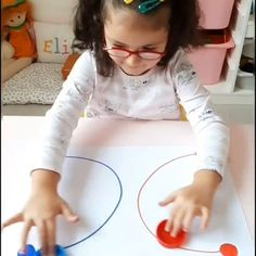 Toddler Fine Motor Activities, First Day Of School Activities, Creative Activities For Kids, Motor Skills Activities, Preschool Learning Activities, Kids Learning, Physical Activities, Brain Gym For Kids, Exercise For Kids
