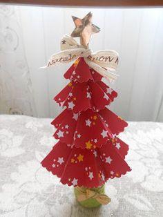 Alberello natalizio di carta fai da te
