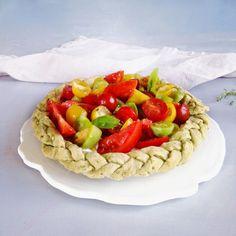 timo e basilico crostata ai pomodori freschi  e robiola con pasta brisée al basilico