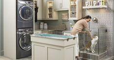Laundry room - Dog bathroom - Wellborn cabinets - Wellborn - Dog spa - Dog shower - The trend Wellborn Cabinets, Dog Bathroom, Washroom, Casa Top, Dog Washing Station, Dog Spa, Dog Rooms, House Rooms, Dog Shower