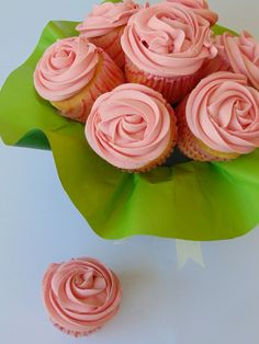 Cupcakes In The Pink With Cherries reteta - Buchet de Cupcakes - simonacallas Cupcakes, Cherries, Desserts, Muffins, Pink, Food, Ideas, Maraschino Cherries, Tailgate Desserts