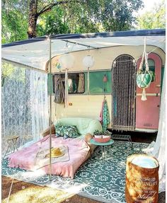 21 BOHEMIAN GARDEN IDEAS Christa Habicht christahabicht Wohnmobil Camper When you are decorating your home, then you might come across many different themes and styles. One of the most famous themes among the lot is Bohemian. It is a theme that looks Caravan Vintage, Vintage Trailers, Vintage Campers, Vintage Caravans, Vintage Rv, Retro Campers, Gypsy Caravan, Caravan Home, Vintage Airstream