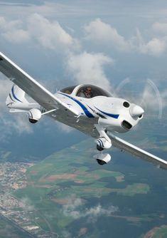 Inchiriere avion charter - - Avioane de inchiriat in Romania Republica Moldova, Pune, Romania, Fighter Jets, Aircraft, Sky, Planes, Heaven, Aviation