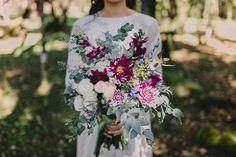 Buquê boho com flores e folhas de eucalipto