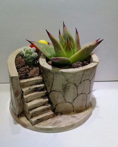 I really love this awesome pottery display Cactus Ceramic, Ceramic Flower Pots, Ceramic Planters, Ceramic Clay, Clay Planter, Pottery Pots, Pottery Houses, Slab Pottery, Ceramic Pottery