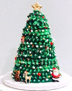 Merry Christmas everyone! In Sweden we celebrate today on the and Ive been up since making fudge, ginger bread cookies and Saffron buns! Christmas Tree Cake, Christmas Snacks, Christmas Cooking, Christmas Recipes, Pretty Cakes, Beautiful Cakes, Amazing Cakes, Creative Christmas Food, Crepe Suzette