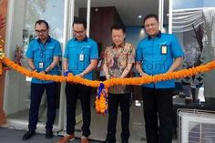 DENPASAR, BALIPOST.com - To provide easy access to package delivery for service users, as well as to support the rapid growth of retail and e-commerce industry in Bali, Garuda Indonesia opened two Cargo Service Centers in Bali, CSC CitraLand and CSC RA Benoa, Thursday (7/12). Both CSCs are not fully managed by Garuda Indonesia Cargo, but through Joint Operations (KSO) with third parties.   #airfreight #balinews #cargo #cargonews #garudaindonesia #indonesianews