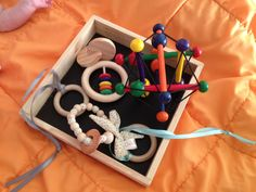 Une histoire de hochets... Montessori Materials, Baby Toys, Nursery, Learning, Fun, Ideas, Amigurumi, Other, Babies Rooms