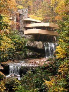 Знаменитый дом над водопадом Л.Райта. Прекрасный симбиоз материалов здания и местности, а также их форм. Frank Lloyd  Wright
