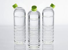 Water Bottle Nozzles The Hygienna Solo Converts Plastic Bottles into Portable Bidets Full Article Best Water Bottle, Water Bottle Design, Glass Water Bottle, Beverage Packaging, Bottle Packaging, Watermelon Smoothies, Agua Mineral, Glass Design, Plastic Bottles