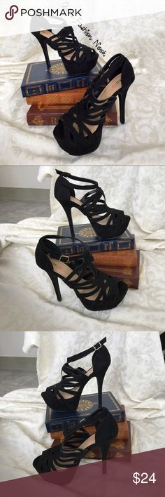 💠Just in💠 Just Fab-Black Velvet Platform Heels 🌸EUC! Black velvet textured heels. The heel measures 6 inches and the platform measures 2 inches.🌸 📦Bundle your likes, and I will send you a no obligation offer. Or, submit a reasonable offer!📦 JustFab Shoes Platforms
