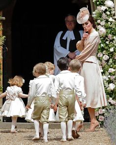 - Photo 9 - Pippa Middleton wedding: Kate Middleton, Prince George and Princess Charlotte arrive at church to see Pippa marry James Matthews Carole Middleton, Pippa Middleton Boda, Middleton Family, Pippa Middleton Bridesmaid, James Middleton, Princesa Charlotte, Princesa Eugenie, Pippas Wedding, Wedding Ceremony