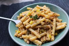 Pasta con mantequilla de sardinas y alcaparras Pasta Integral, Pasta Al Dente, Pasta Salad, Macaroni And Cheese, Yummy Food, Yummy Yummy, Food And Drink, Pizza, Favorite Recipes