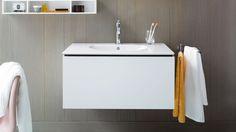 Duravit L-Cube: Design bathroom furniture series Bathroom Furniture Design, Modern Bathroom Design, Oak Bathroom, Bathroom Storage, Bathroom Ideas, Upstairs Bathrooms, Chic Bathrooms, Duravit, Vanity Units