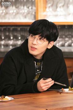Woozi, Jeonghan, Kang Chan Hee, Asian Short Hair, Seventeen Wonwoo, Seventeen Scoups, Seventeen Wallpapers, Pledis 17, Pledis Entertainment