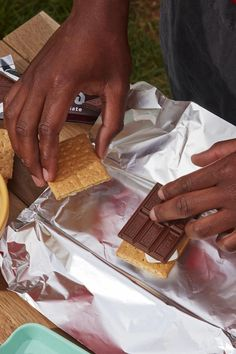 S'mores aren't just for fire pits. Pop them on the grill for a twist on the classic Baking Recipes, Dessert Recipes, Delicious Desserts, Yummy Food, Campfire Food, Fire Pits, Diy Food, Grilling Recipes, Sweet Recipes