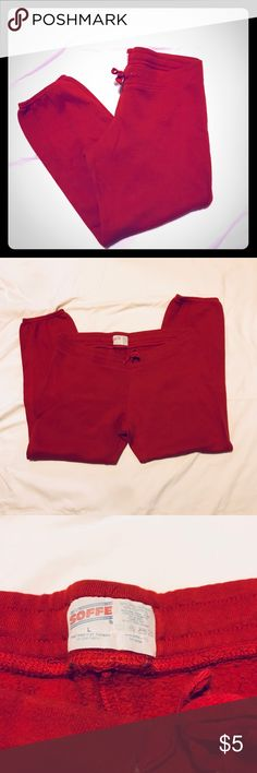 Junior read Sofee Capri sweatpants The sweat pants are in gently used condition a small amount of piling in between the legs, super comfy! Soffe Pants
