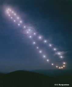 Fixed position photograph of the sun, taken at the same time of day over a year. Looks like the infinity symbol!