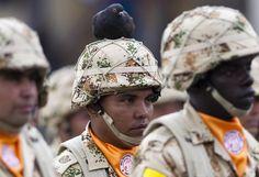 Des soldats colombiens défilent à Bogota (Colombie), le 3 avril 2013.