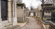 Cementerio-Pere-Lachaise---Paris-(7) Around The Worlds, The Canterville Ghost, Front Entrances, Cemetery, Paths, Monuments