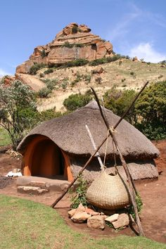 Traditional Basotho Hut & Cooking Pot | by Nostalgic T+ Allan Vernacular Architecture, Ancient Architecture, African Hut, Eco Construction, Parc A Theme, Eco Design, Hut House, Traditional House, Traditional Kitchens