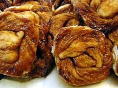 Zeeuwse bolussen / Dutch sticky cinnamon & sugar pastry from Zeeland, the Netherlands Dutch Kitchen, Snack Recipes, Snacks, Bread Recipes, European Cuisine, Dutch Recipes, Daily Bread, Sweet Bread, No Bake Cake