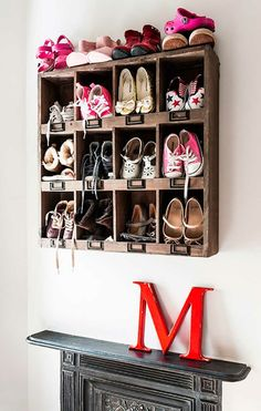 Control The Shoe Chaos In Your Home With 47 These Smart Shoe Storage Ideas. Because I have the best shoe storage ideas you! Shoe Storage Shelf, Shoe Cubby, Smart Storage, Storage Hacks, Diy Storage, Storage Ideas, Wooden Pallet Shelves, Diy Wall Shelves, Wooden Pallets
