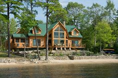 This spacious prow front design is perfect for taking in views from every major…