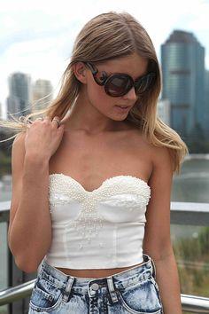 Want those sunglasses! So cute.