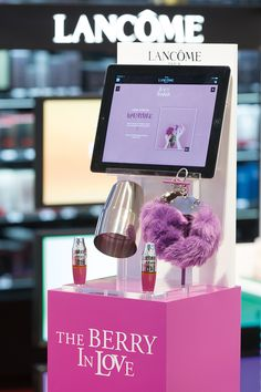 Podium Juicy Shaker et Énergie de Vie - Lancôme - design by LEONARD EL ZEIN - 2016 - http://www.leonardelzein.com/juicy-shaker-et-energie-de-vie/ - #retail #makeup #launch #cosmetics