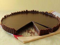 Decadent Chocolate Tart with Hazelnut Crust Recipe Easy Chocolate Pie, Decadent Chocolate, Chocolate Desserts, Chocolate Glaze, Sweets Recipes, Easy Desserts, Greek Sweets, Sweet Pie, Paleo Dessert
