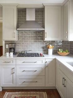 New kitchen cabinets - 45 Pretty Kitchen Remodel Backsplash Tile Ideas – New kitchen cabinets New Kitchen Cabinets, Kitchen Tiles, Kitchen Countertops, Soapstone Kitchen, Laminate Countertops, Kitchen Colors, Kitchen Appliances, Metal Cabinets, Gray Cabinets