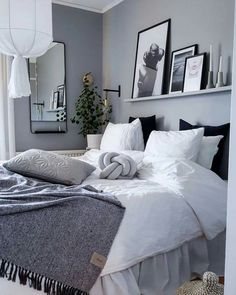 Small Bedroom Remodel Ideas For Minimalists - House Topics Grey Bedroom Decor, Room Ideas Bedroom, Home Bedroom, Bedroom Interiors, Master Bedroom, Bedrooms, Cozy Room, My New Room, Room Inspiration