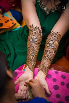 Beautiful Leg mehndi designs (Trending and funky) - SetMyWed Peacock Mehndi Designs, Indian Henna Designs, Mehndi Designs For Girls, Mehndi Designs 2018, Dulhan Mehndi Designs, Mehndi Designs For Fingers, Wedding Mehndi Designs, Unique Mehndi Designs, Mehandi Designs