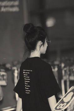 This is irene, not seulgi :) Seulgi, Red Velvet Photoshoot, Girls' Generation Tiffany, Red Valvet, Uzzlang Girl, Red Velvet Irene, Girl Short Hair, Beautiful Asian Girls, Types Of Fashion Styles