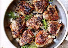 L'Agnello alla molisana è un secondo piatto di carne che viene preparato soffriggendo cipolla tritata nel burro e lo strutto, insaporito con sale, pe...