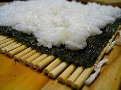 Comida japonesa: Cómo preparar arroz de sushi de forma fácil Sushi Recipes, Asian Recipes, Cooking Recipes, Healthy Recipes, Sushi Japan, My Sushi, My Favorite Food, Favorite Recipes, Sushi Master