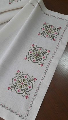 Hand Embroidery For Beginners Hand Embroidery For Beginners Embroidery Designs Aari Embroidery Machine For Beginners Cross Stitch Borders, Cross Stitch Flowers, Cross Stitch Designs, Cross Stitching, Cross Stitch Patterns, Modern Embroidery, Beaded Embroidery, Cross Stitch Embroidery, Embroidery Patterns