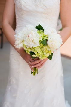 Lime green& white bouquet| Blue, White & Green Wedding at The Woodlands Resort via  http://www.weddingcolors.net/ashley-birkirs-wedding-at-the-woodlands-resort.html | Photo by: clairemiranda.com