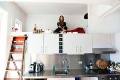 #design #interior #architecture #interior_design #scandinavian #inspiration #interiors #decor #decor #декор #интерьер #дизайн #архитектура #дизайн_интерьера Второй этаж в обычной квартире, кровать под потолком, двухуровневая квартира, двухъярусная квартира Как сделать второй этаж в обычной квартире
